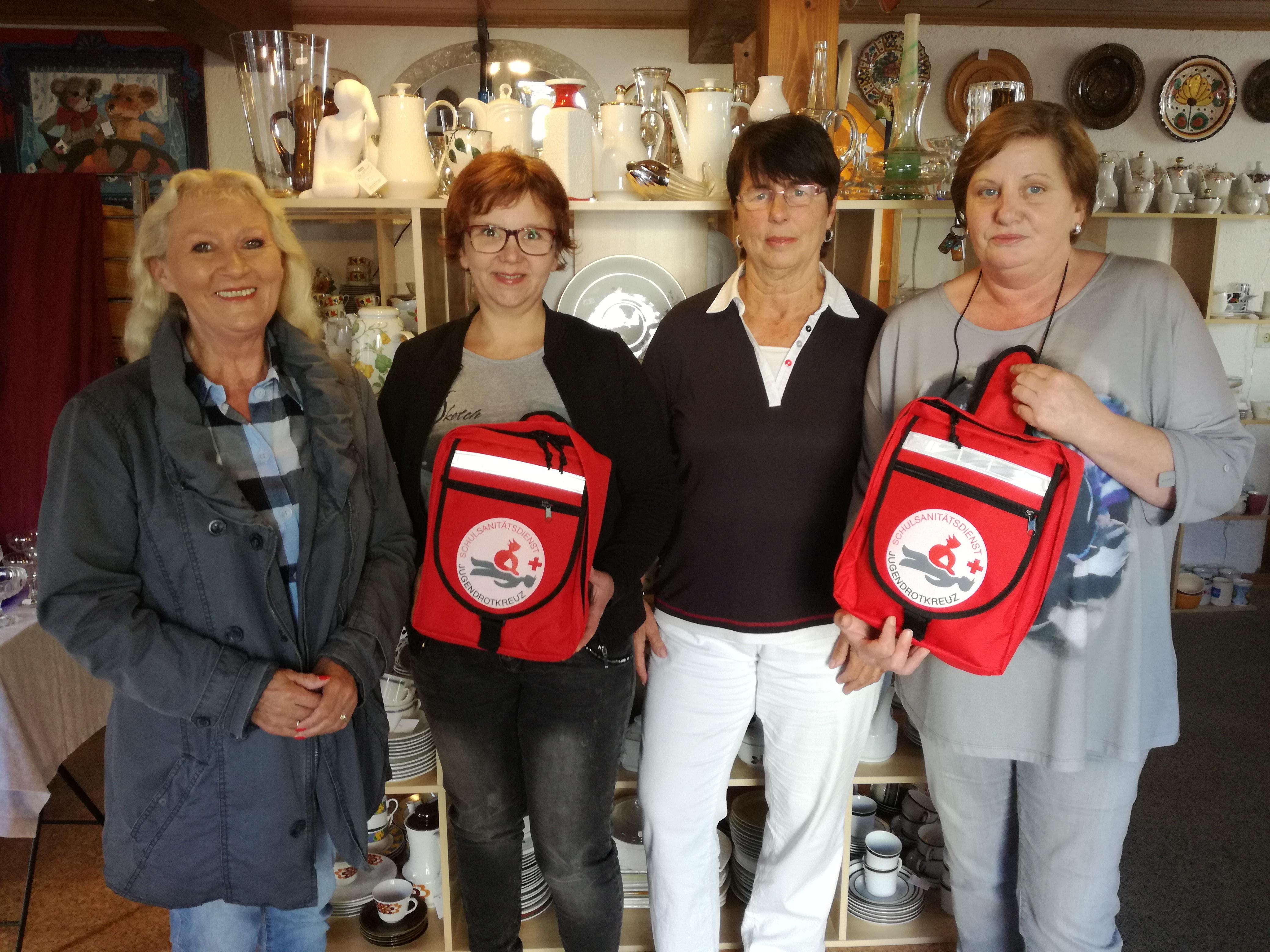 Danke an das Team der Schatzkiste. Die Aufnahme entstand bei der Spendenübergabe und zeigt von links: Ellen Löb, Projektleiterin Ute Klock, Ilse Pfeifer und Susanne Ali.